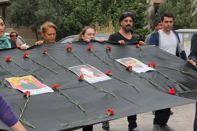 Didim'de, Ankara'da Ölen Elif Ve Canberk İçin Yürüyüş Yapıldı