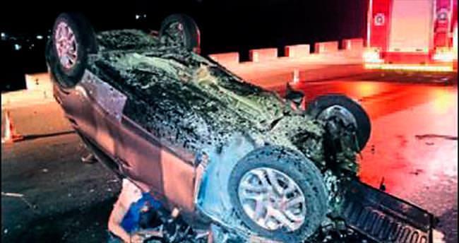 Otomobil elektrik direğine çarptı