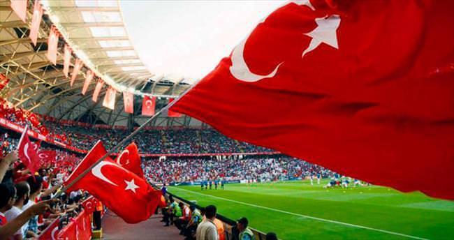 Konya'da her yer kırmızı beyaz