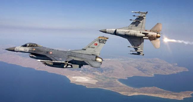 Türk uçakları taciz edildi