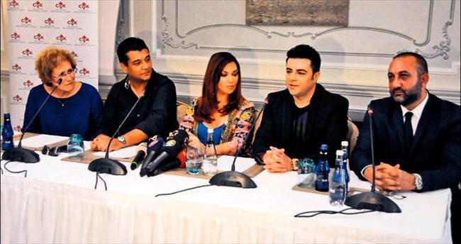 Yunanistan'ın divasıyla düet yaptı