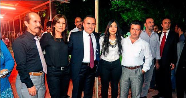 Tamer Dağlı Kozan'da partililerle kucaklaştı
