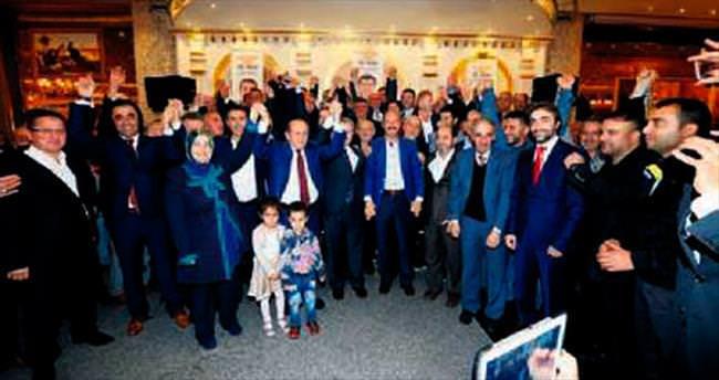 AK Parti'ye 300 yeni isim katıldı