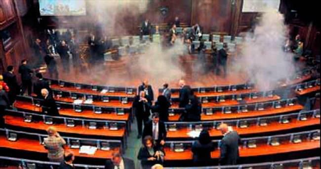 Kosova Meclisi'nde ikinci 'gazlı' protesto