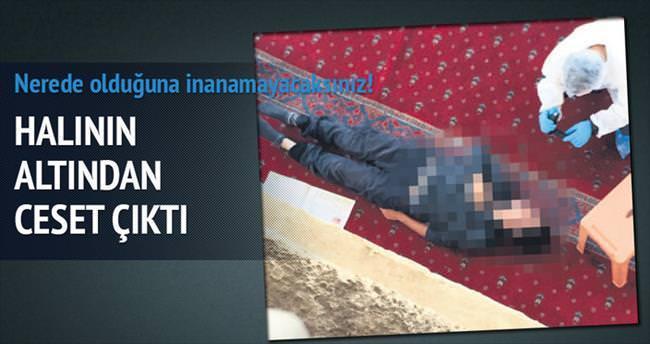 Camide halının altından ceset çıktı