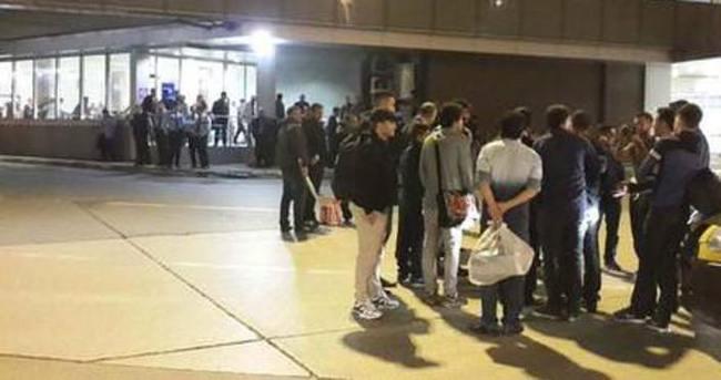Seferler rötar yapınca havalimanında kavga çıktı