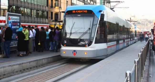 İstanbul'da kaza! Tramvay seferleri durdu
