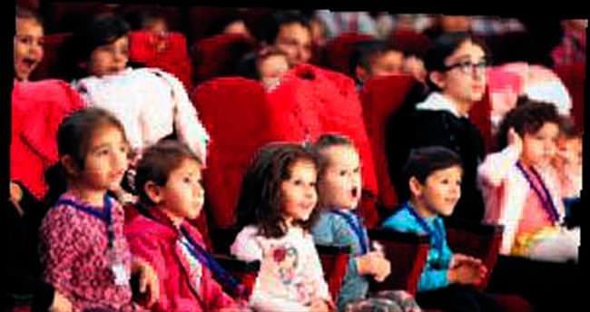 Yenimahalle'de tiyatro başladı