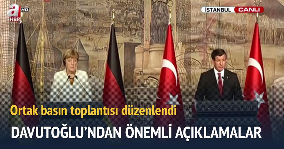 Davutoğlu-Merkel basın toplantısı düzenledi