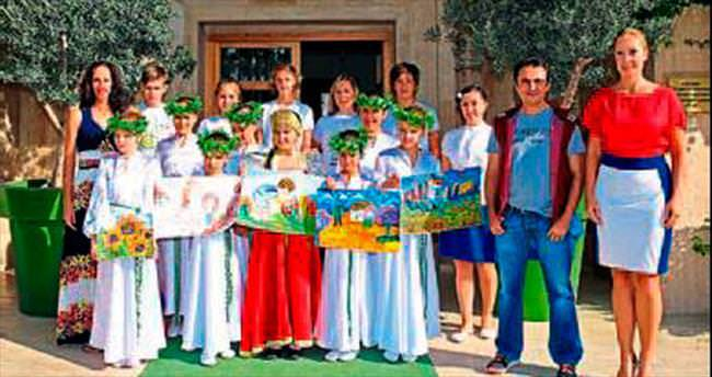 Rus çocuklarından EXPO'ya barış ağacı