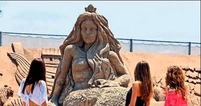 Dev kum heykel yeni yıla kaldı