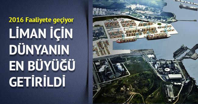 Petkim Limanı için dünyanın en büyük vinçleri getirildi