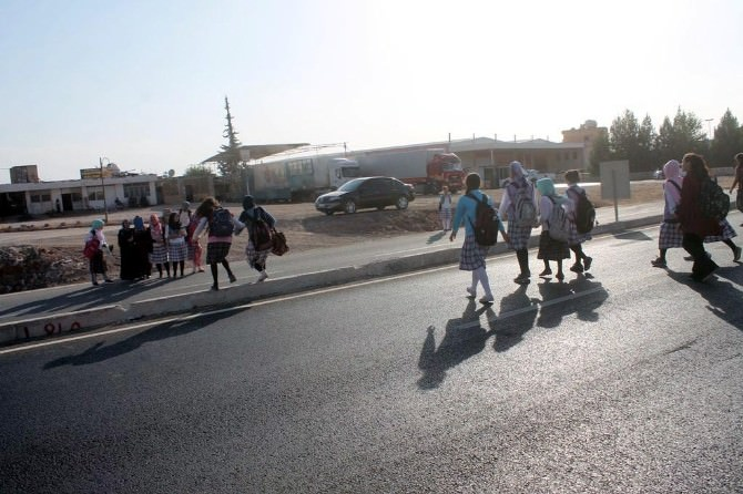 Kızıptepe'de Öğrenciler Ve Velileri Üst Geçit İstiyor