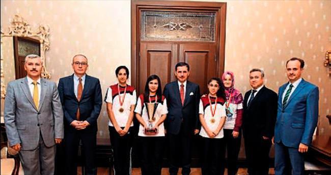 Vali Ercan Topaca şampiyonları ağırladı