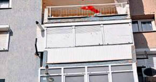 8'inci kattan düşen bebek öldü