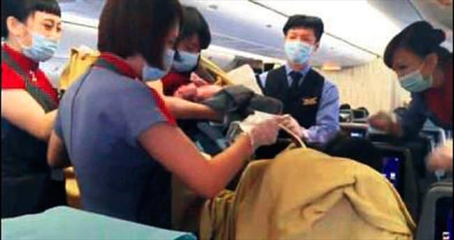 Uçakta doğuma tazminat davası