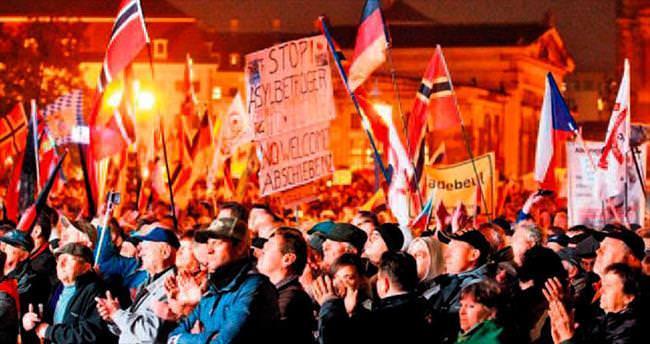 Almanya'da yabancı karşıtlarından gösteri