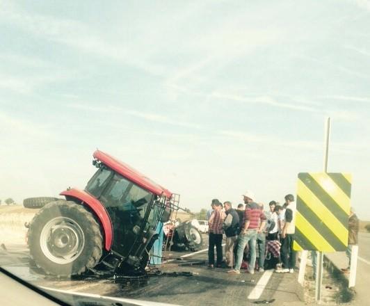 Tır Traktörü İkiye Böldü