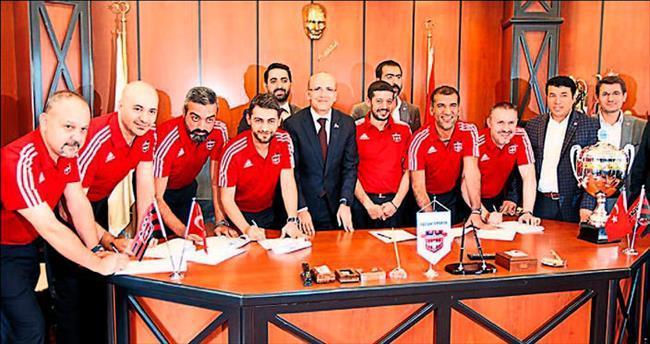 Maliye Bakan Şimşek Gaziantepspor'u ziyaret etti