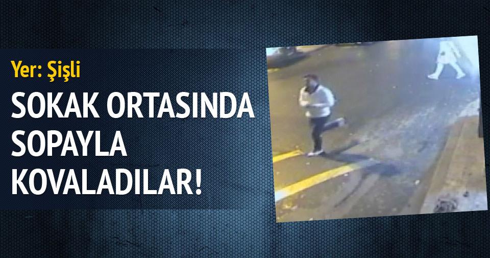 Market çalışanı hırsızı sopayla kovaladı