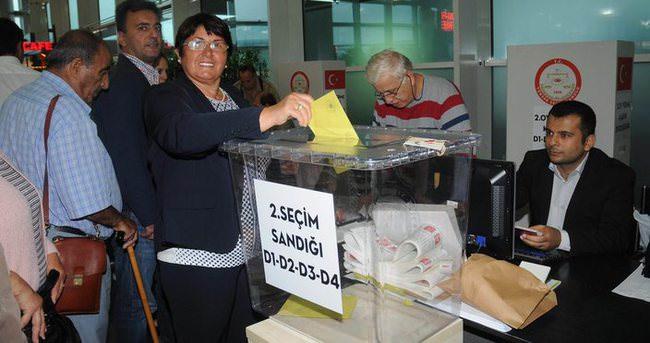 Yurt dışındaki seçmenler için oy kullanma saatleri uzatıldı