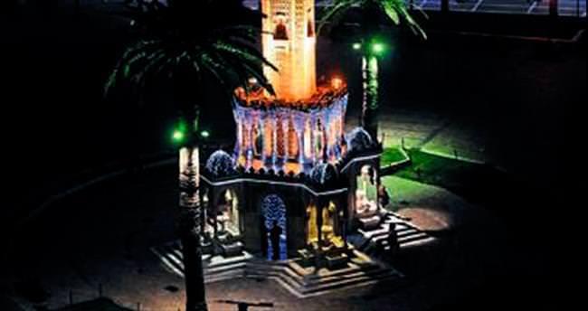 İzmir Saat Kulesi BM mavisi oluyor