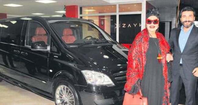Bülent Ersoy özel tasarlanmış aracını teslim aldı