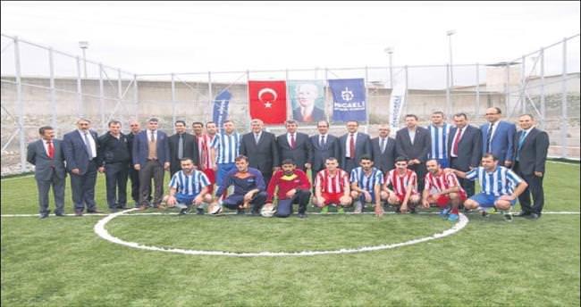 Cezaevine futbol sahası