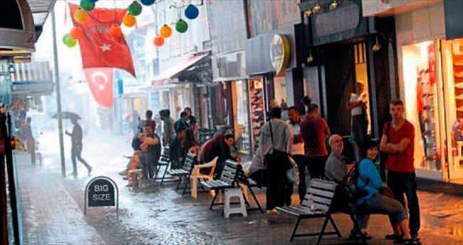 Fethiye'de turistlere yağmur sürpriz yaptı