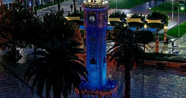 Saat Kulesi mavi renge büründü