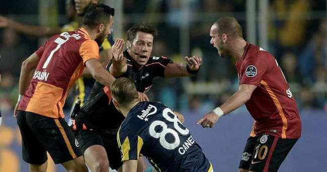 Yazarlar Fenerbahçe-Galatasaray derbisini yorumladı