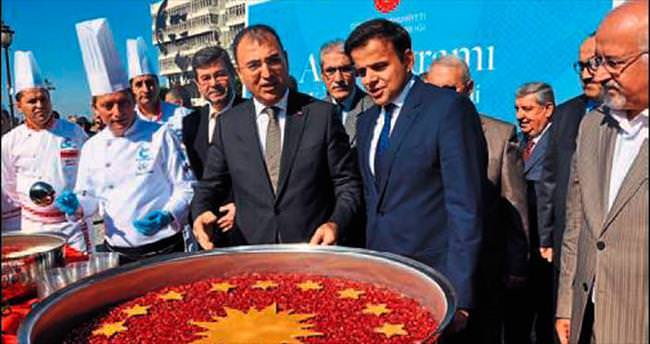 5 bin İzmirliye aşure dağıtıldı
