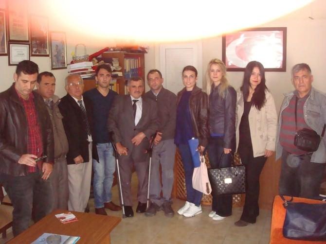 Burhaniye'de AK Partili Gençlerin Engelli Ziyareti
