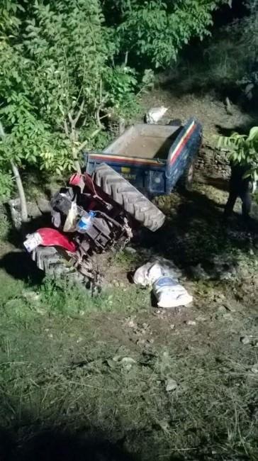 Kestane İşinden Dönen Traktör Şarampole Yuvarlandı 1 Ölü 3 Yaralı