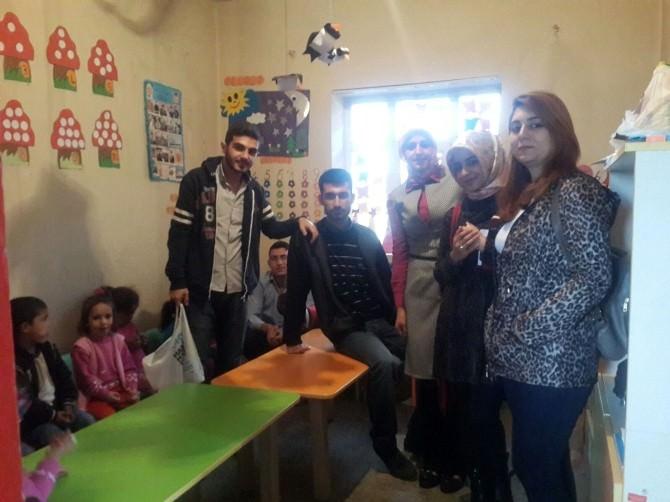 Toplum Gönülülerinden Köy Okuluna Kırtasiye Yardımı