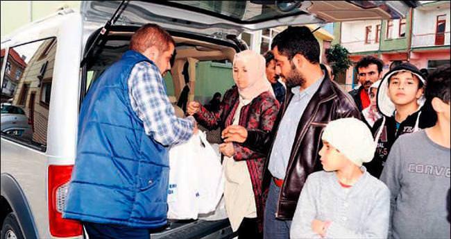 Sığınmacılara kurban eti dağıtıldı