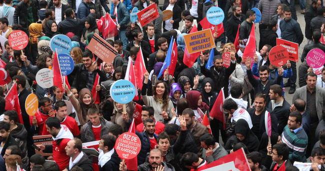 Ak Parti'den Taksim'de İstiklal Yürüyüşü