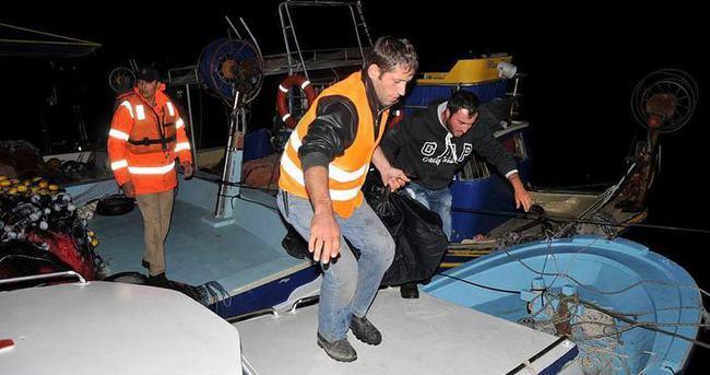 Kaçakları taşıyan 3 bot battı: 3'ü çocuk 4 ölü