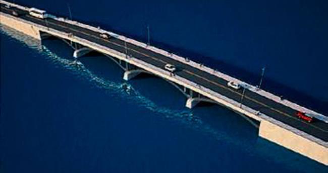 Ayvalık'a taş gibi köprü