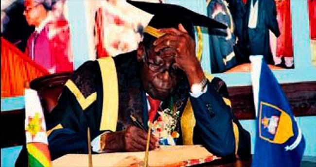 Mugabe'ye yanlış kep işinden etti