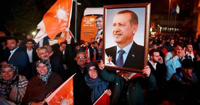 El Pais: Türkler, Erdoğan'ın sesine kulak verdi