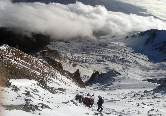 Erciyes Dağına Muratpaşa Bayrağı Dikildi