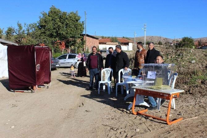 (Özel Haber) Sokak Ortasında Oy Kullanıyorlar