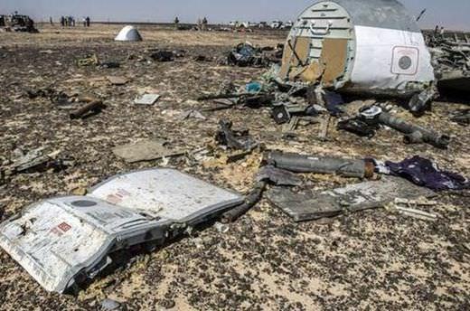 Mısır'da düşen uçak havada parçalanmış