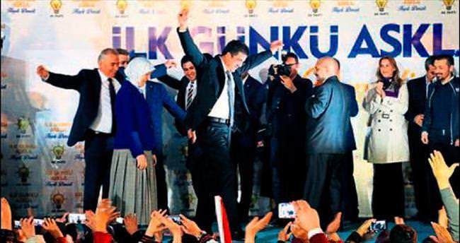 AK Partililer zaferi kutladı