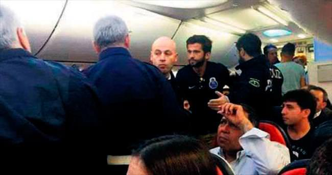Holiganlar uçakta olay çıkardı