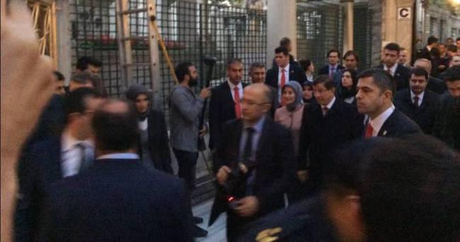 Davutoğlu Eyüp Sultan'da namaz kıldı