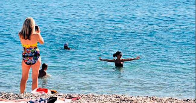 Antalya sahilleri Kasım'da da dolu