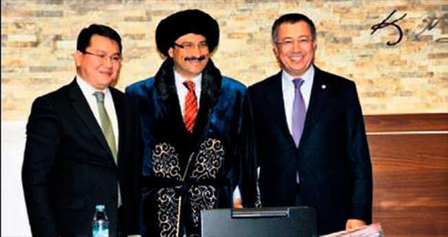 Vali Batalov'dan Başkan Ak'a hediye