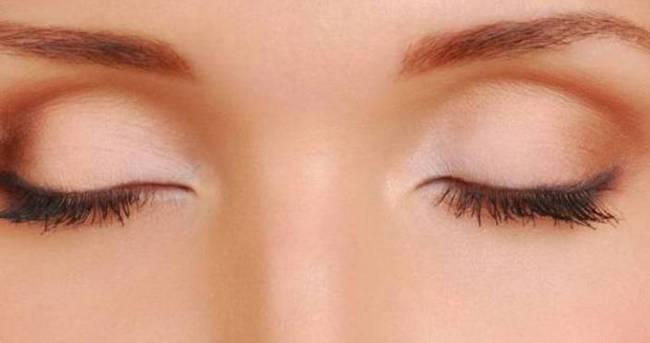 Göz kapağındaki şişlik böbrek yetmezliğinin habercisi